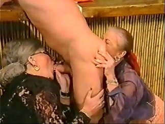 extreme, granny, lady, mature, pissing